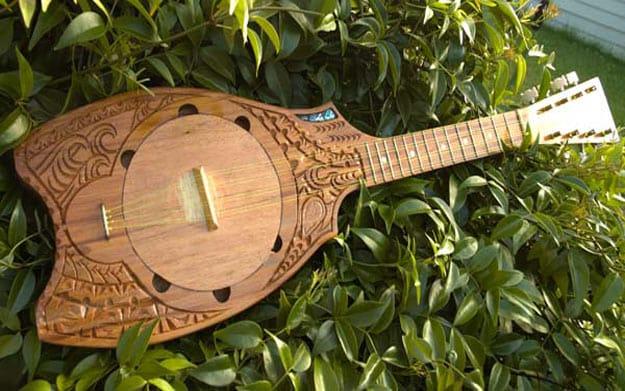 ukulele polinesio