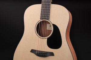 guitarra acústica violet sy golpeador