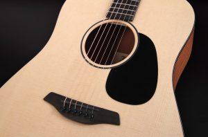 guitarra acústica violet sy puente
